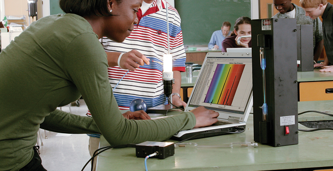Analyzing-gas-tube-emission-spectra-with-Vernier-Spectrovis